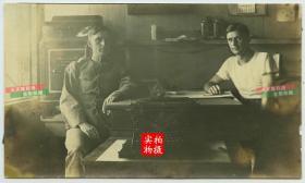 清末民初时期北京东交民巷美国军营内文职军官和他们的打字机老照片
