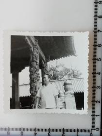 8 年代老照片 古建筑龙柱