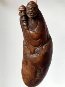 纯手工雕刻牛角材质  达摩老祖 佛像  挂件 包浆圆润自然皮克老辣   全品完整包老 尺寸高13cm宽5cm厚3cm