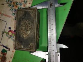 龙纹凸花小铜盒