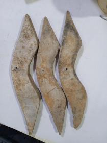 老物件3个,距今2000左右会更久。保证包老,标的是一个的价格。材质陶。