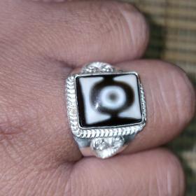 纯银戒指托,镶嵌一眼老天珠