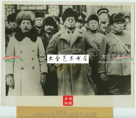1933年东北军主帅张学良,国民政府财政部长宋子文,热河省主席、国民党热河省主委,军阀汤玉麟在河北热河会议后合影老照片,此次会议的主要议题就是抵抗日军对河北的入侵。