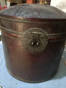 清代上洋永泰隆商号制牛皮官帽盒。35/30