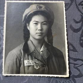 老照片 女军人 五十年代