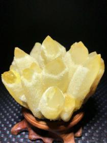 水晶簇,纯天然黄水晶簇,水晶奇石水晶簇带《黄灿灿》的水晶簇,富贵发财的象征,极为难得,非常稀有,像一朵黄灿灿的金黄色的花朵,收藏佳品,资源将近枯竭,不多见了