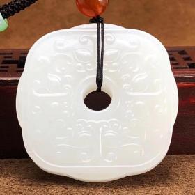 脂白和田玉籽料作品【守护】