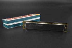 (乙3056)日本原装《Boy Band》原盒口琴一把 21孔 复音口琴 C调 高级木琴格 铜座板 磷青铜合金音簧 不锈钢盖板可拆卸清洗 口琴尺寸:长16.5CM 宽3CM 厚2.1CM