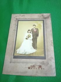 民国上色婚纱照一张
