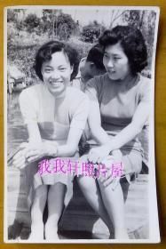 民国老照片:民国旗袍美女,坐在船上拍一张【陌上花开系列】