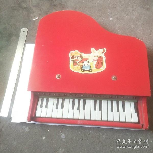 八十年代儿童电子琴(每个琴键都能弹出清脆悦耳的声音)