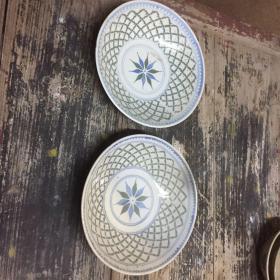 早起潮汕瓷器,网格盘一对,以前柴窑烧的色彩不一样