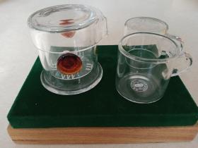 台湾产玻璃小茶壶一套 一壶两杯 壶尺寸:直径8厘米、高度7.5厘米 杯尺寸:直径5.5厘米、高度,5.5厘米
