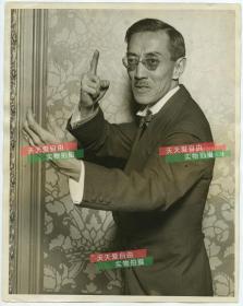 民国1927年中华民国外交官,教育学者,作家和哲学家谢德怡 Tehyi Hsieh 先生肖像照片,25.7X20.3厘米。