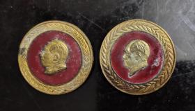 1951年中央访问团赠毛主席铜徽章纪念章一对两种