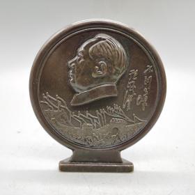 厚重黄铜铜器毛像像章摆件高10.5厘米