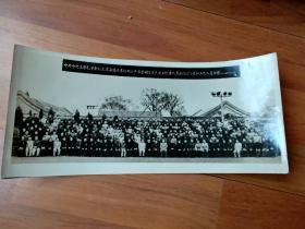 中共中央主席毛泽东副主席朱德总书记邓小平与全国气象先进工作者代表会议的代表和工作人员合影1957年4月29日28X13CM