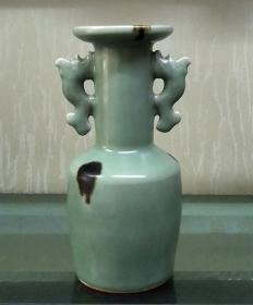 龙泉窑点彩双鱼瓶