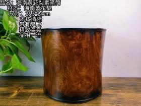 海南黄花梨素笔筒一个,木纹清晰,带有鬼脸,包浆老道,品相一流,文人墨客收藏佳品。