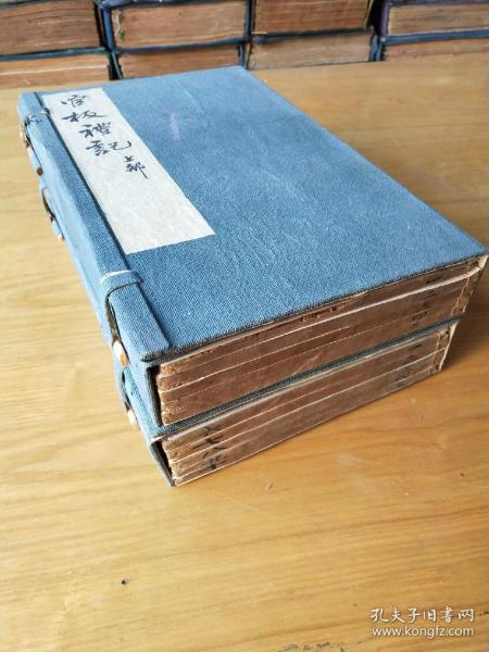 官板《全本礼记体注》,儒家主要经典之一,清乾隆钦定御案木刻板,两函一套十册全。规格26、5X16、6Ⅹ10cm
