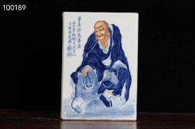 民国王步-青花斗彩人物罗汉四方笔筒(愿闻吾过之斋)高度18.8cm,口径13.3cm,底径13.1cm。