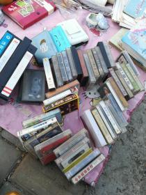 唱片磁带盒带,大盒带4个,小盒带40个,磁带机3和!磁带,