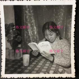 6张文革老照片 合售 美女认真看《毛泽东选集》 文革广州珠江 毛主席去安源 北京朝阳东方红 毛主席旧居全景 中国人民解放军沈阳军区黑龙江生产建设兵团;儿童站在椅子上打手势 背后有毛主席像毛主席语录