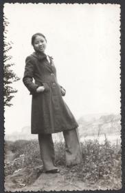 八十年代初,一个弹吉他的四川姑娘老照片49张,游览都江堰青城山等地一组合售