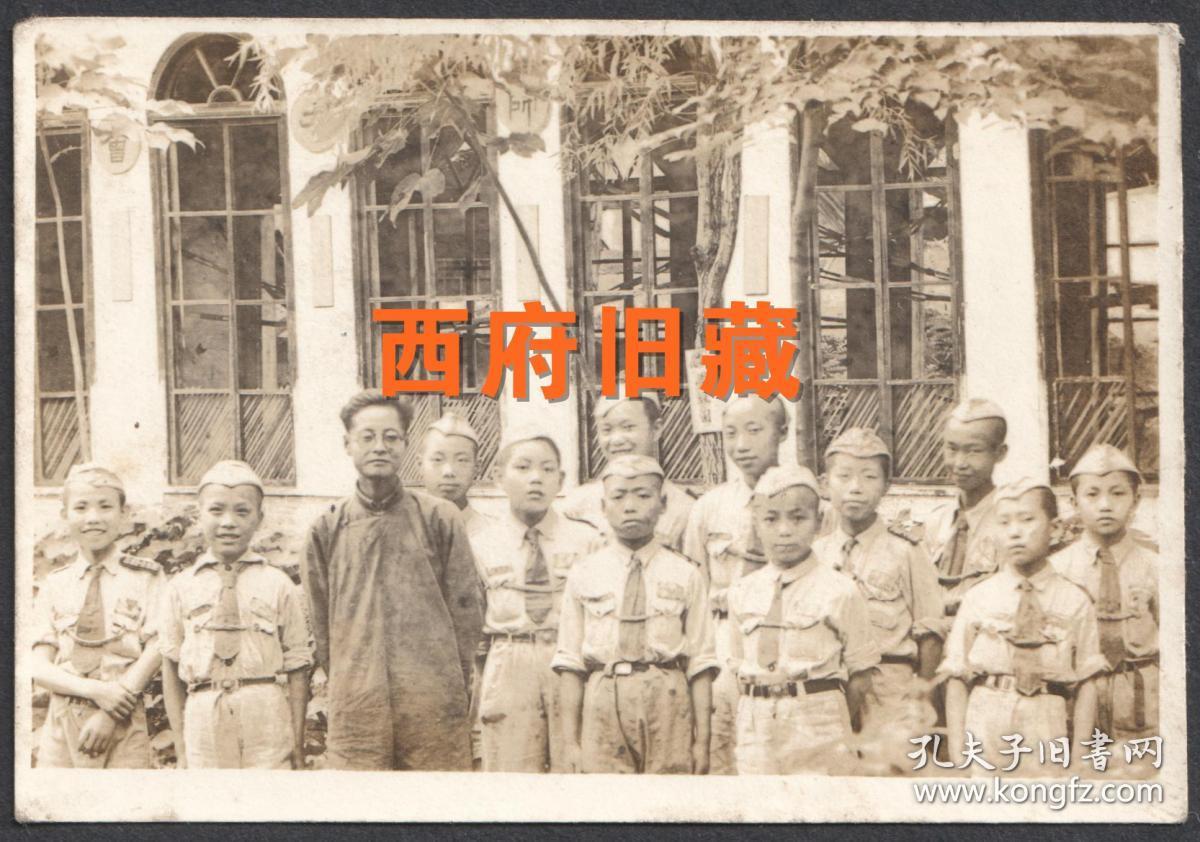 民国老照片,四川省成都市郫都区郫筒中心学校,民国35年童子军师生合影老照片