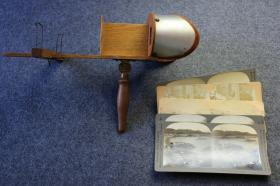 民国时期古董级立体照片观片器一架----镜头锐利功能完好!干净实用适用,附送立体照片五张,立体照片使用观片器看乐趣会倍增。体验百年前3D影像