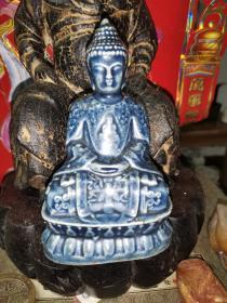 早期蓝釉佛像,通高16厘米,纹饰精美,釉水肥厚。