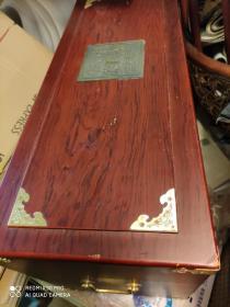 空木箱子。铜片有字。中国毛泽东号机车。。66厘米35厘米高。宽30厘米