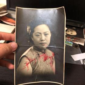 民国美女照片:带签名