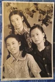 三个美女合影老照片