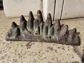明代 紫铜山子笔架,长约20厘米,皮壳老辣,料足厚重,文人旧藏。