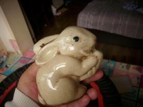 哥窑白瓷小开片【小兔子啃萝卜】存钱罐!高10厘米,最宽处10厘米