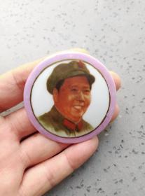 文革时期:毛主席家军装右脸紫色金边瓷像章。稀少品种