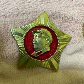 毛主席像章,五角星形状1968年中国人民解放军4530部队纪念做毛主席的好战士。保真。
