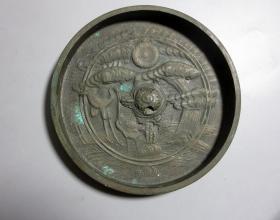 精美.日本江户时期—龟钮松鹤铜镜.圆镜    直径约12CM,厚1.2CM,镜重量372克