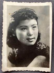 """满洲映画女明星、满映人称""""小季子"""" 季燕芬 民国银盐电影剧照一枚(相纸较厚)"""