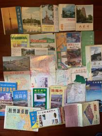 一堆旅游图,各地旅游地图。