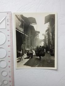 老照片:民国时期早上繁华的街道街景