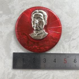 红色纪念收藏文革时期毛主席像章胸针徽章包老物件唤起工农千百万