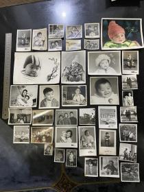 新中国的儿童系列老照片38张 五十年代初期文革时期七十年代末期的儿童们留影 骑木马坐飞船玩球看书带毛主席像章等等千姿百态非常有趣可爱