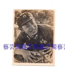 雷锋同志老照片,尺寸7.2*8.8CM