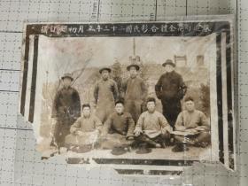民国二十三年春游雨花台合影,背景是抗战将领纪念碑
