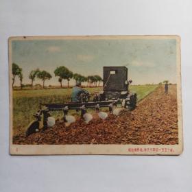 军邮明信片,中国人民赴朝慰问团赠(拖拉机耕地,每天可犁田一百五十亩)