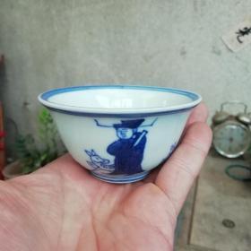 大明万历年制青花人物高官厚禄纹茶杯茶盏。口径9厘米,高5厘中人。包老到代全美品。