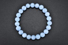 (丙7391)《海蓝宝手串》一件 美丽的海蓝宝如同它的名字一样充满着浪漫的海洋气息 单颗直径:0.88cm 周长约:18cm 重量为:22.07克 。