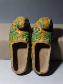 辽三彩瓷鞋